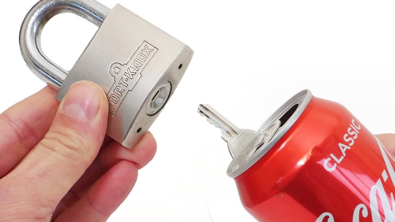 open a padlock with soda can