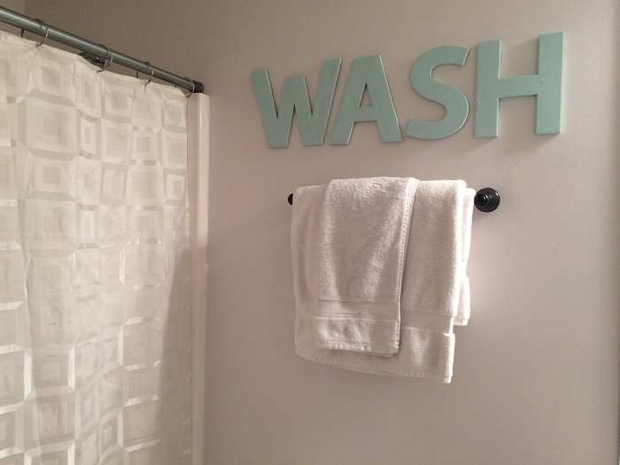 decorate bathroom with letters